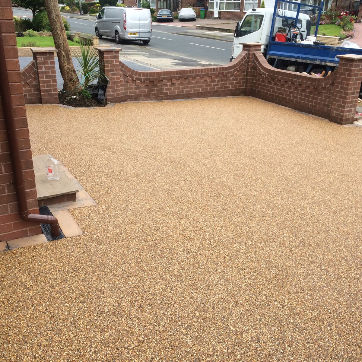 Image shows work completed by Copek Resin Bound and Aggregates and Surfacing on a resin driveway in Bristol
