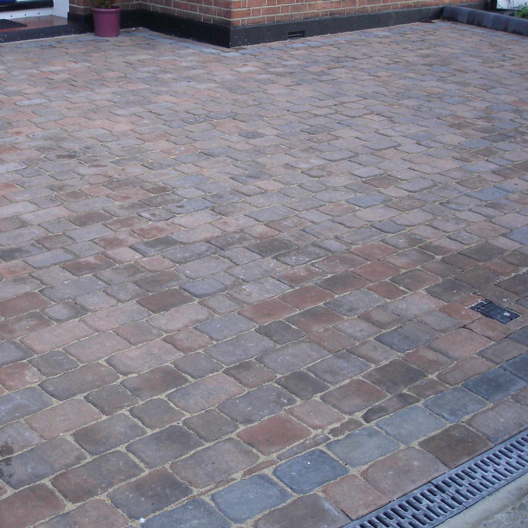 Another addition for our burgeoning Bristol block paving portfolio